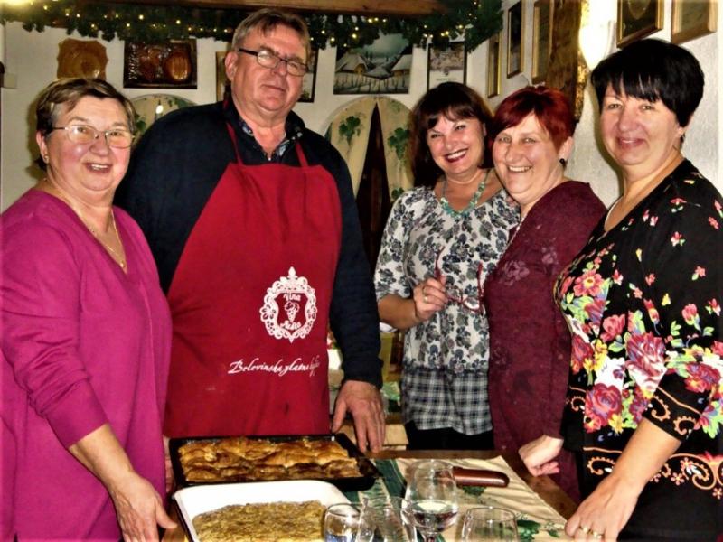 Prva ovogodišnja radionica za pripremu pogače z oreji održana u vinogradu kod Martina Jušte